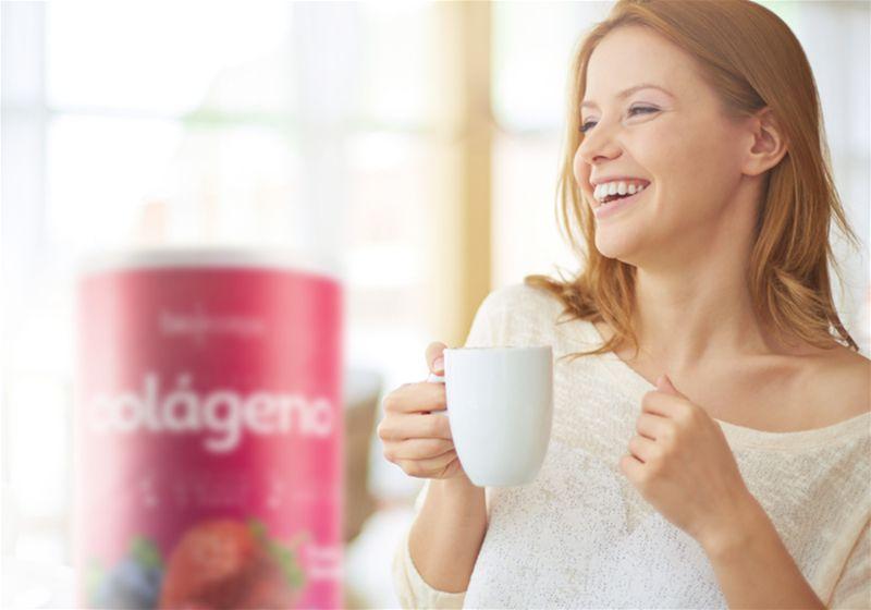 mulher sorrindo com colageno